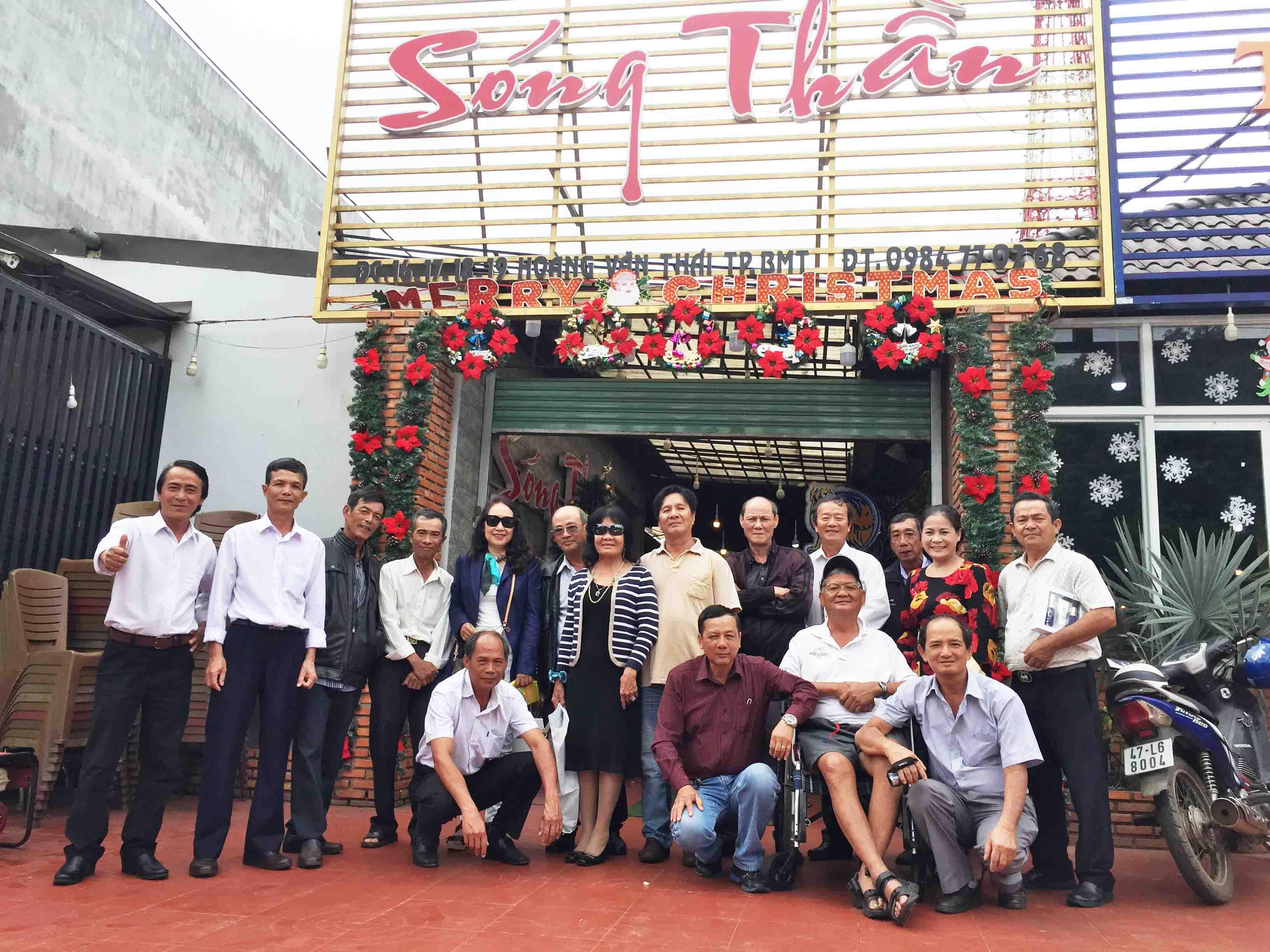 VIDEO CÔ CƠ VỀ BAN MÊ THĂM LẠI HỌC TRÒ CŨ LA SAN - Phạm Văn Cường thực hiện