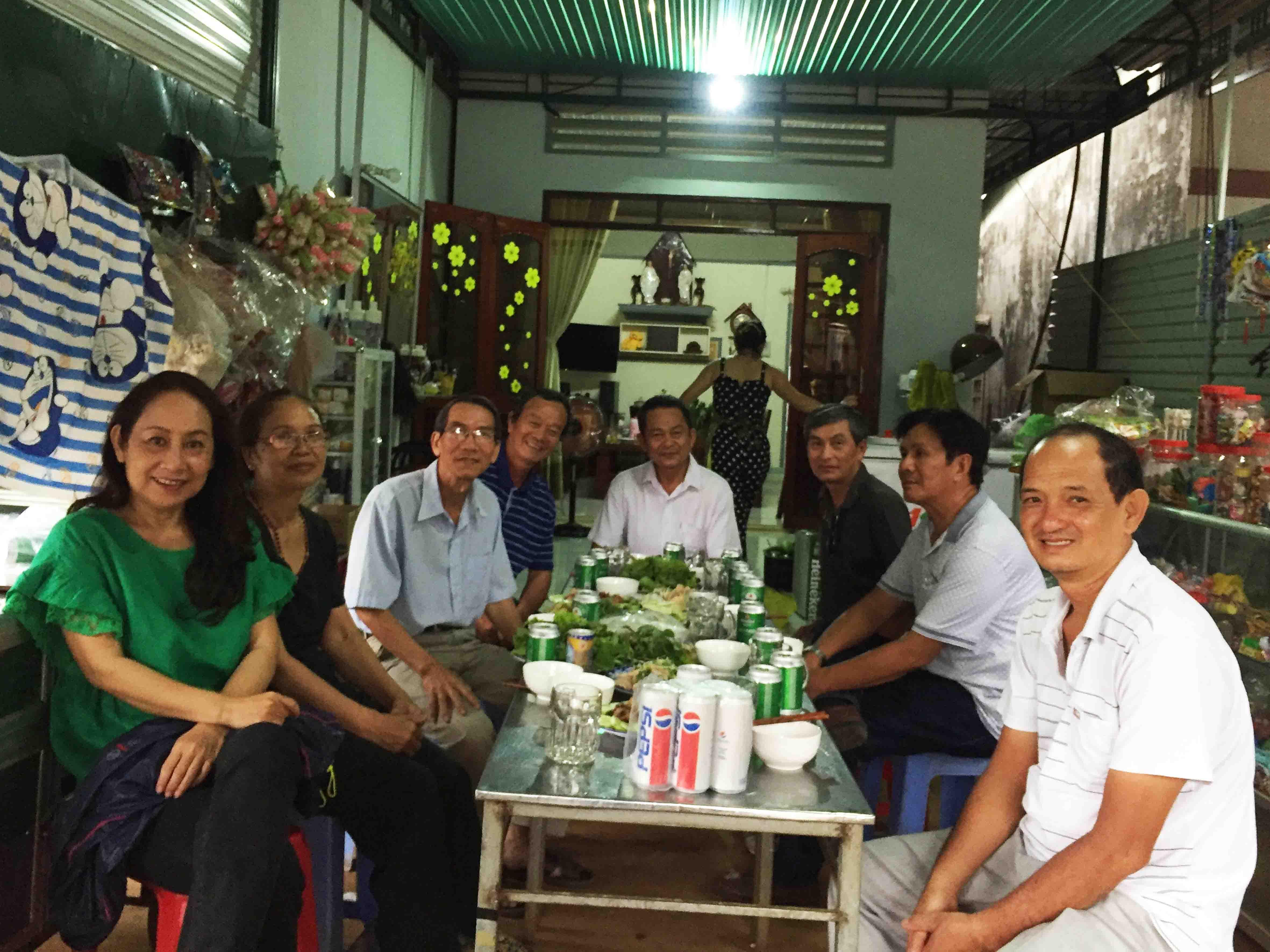 GẶP GỠ BẠN PHAN NGỌC KIẾM TẠI BAN MÊ THUỘT – Hoàng Phú